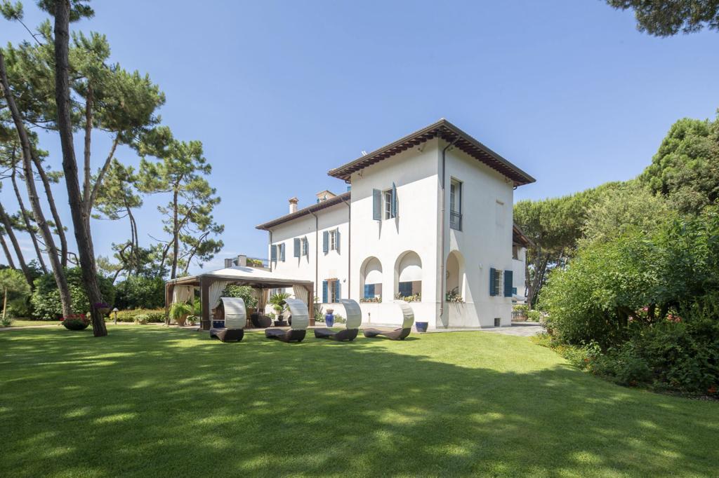 Historical Villa in Forte dei Marmi