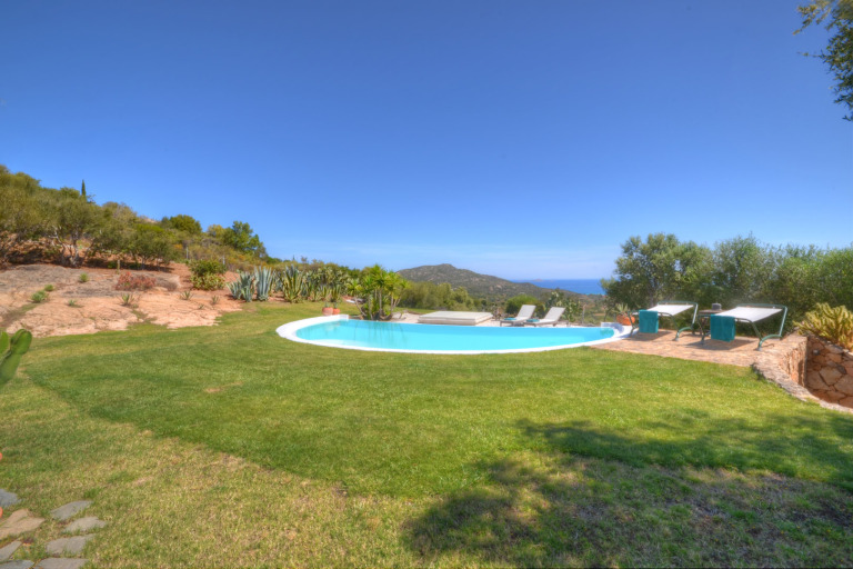 Sea front Villa Golfo Marinella