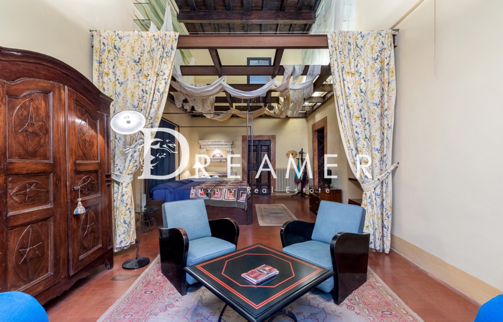 Prestigious Apartment <br>in Oltrarno