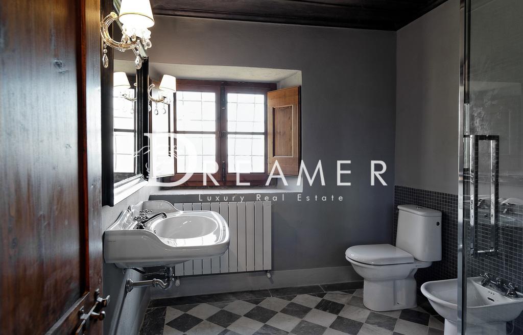 BathroomGrey1b