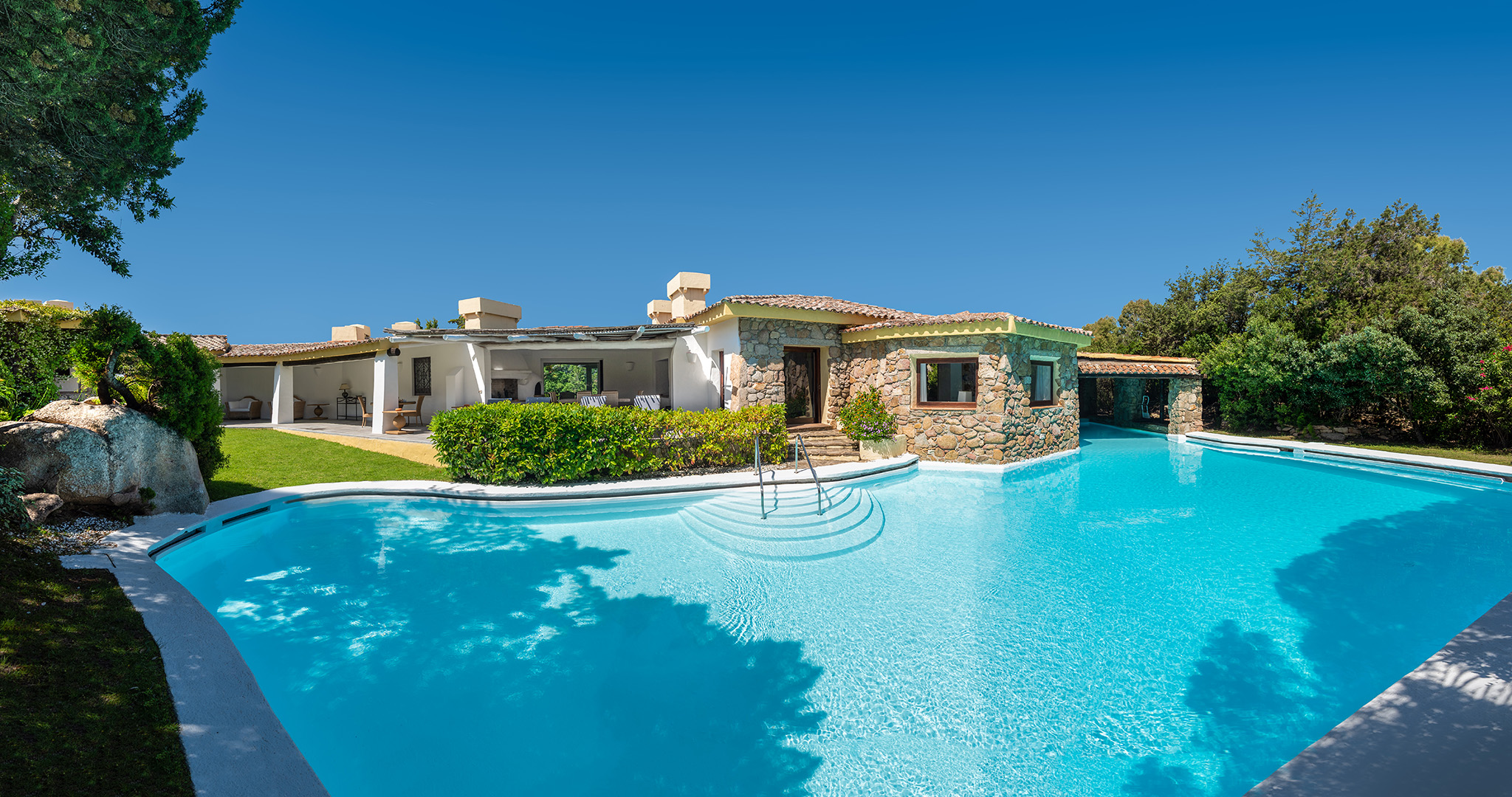 Exclusive villa<br>with private beach