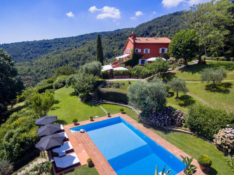 Villa con Limonaia sulle colline di Firenze