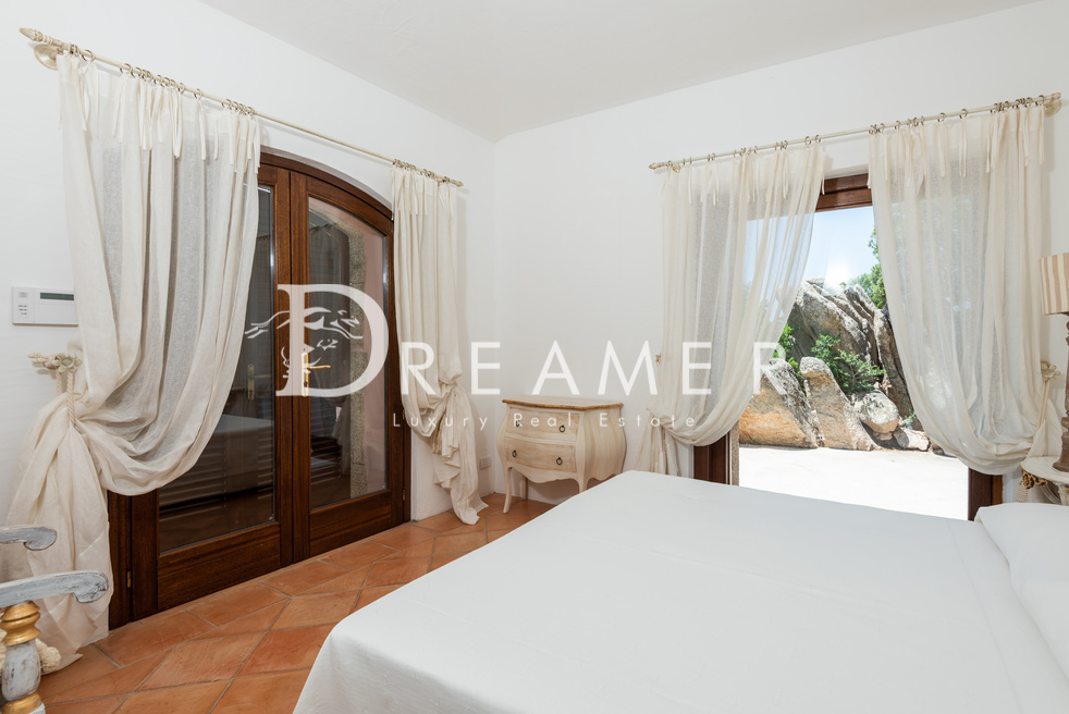 Exclusive villa <br>with private beach