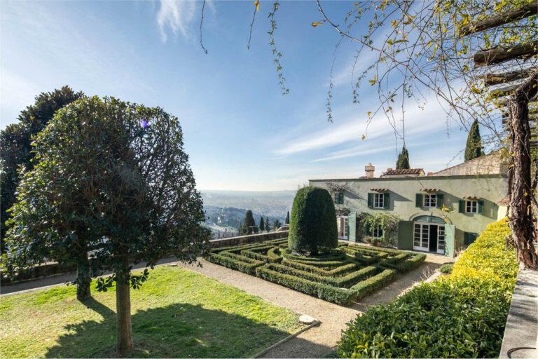 Storica Villa<br> con piscina a Fiesole