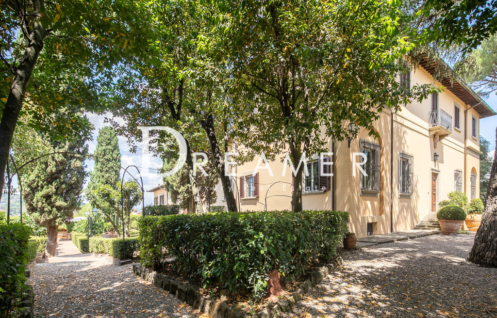 Historical Villa<br>on the hills of Florence