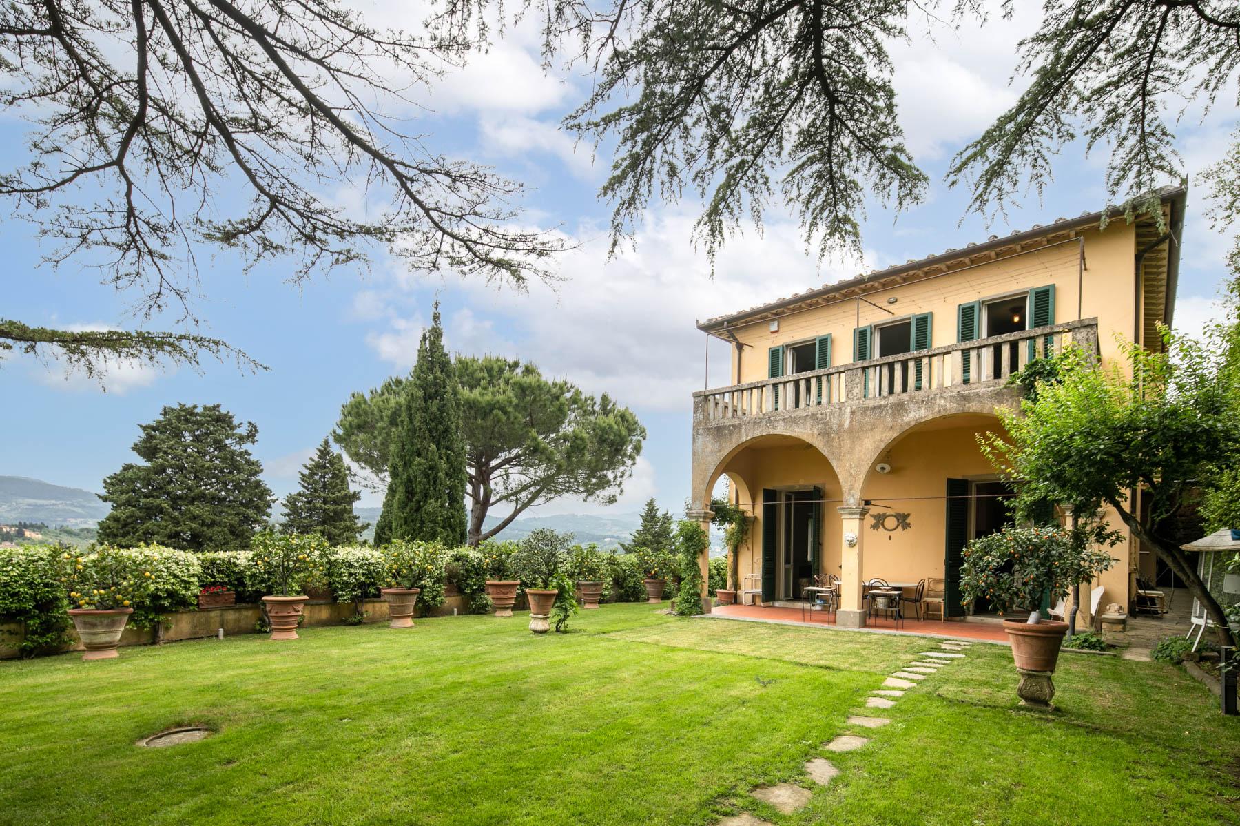 Proprietà con Villa e annessi<br> a Fiesole