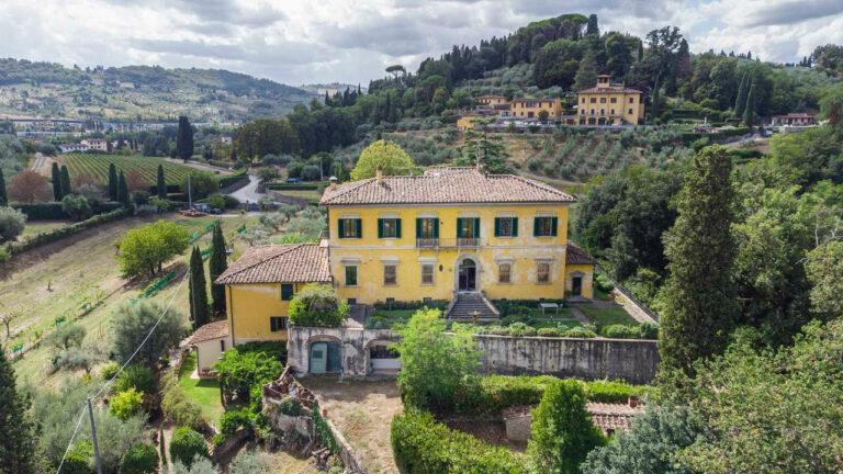 Storica Villa con piscina <br> in Pian Dei Giullari